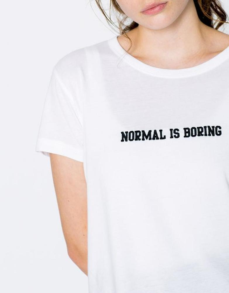 дамска тениска с надпис normal is boring